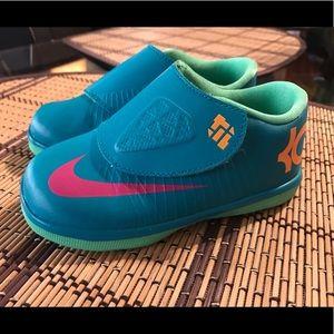 Toddler girl/boy Nike KD sneakers size 8c